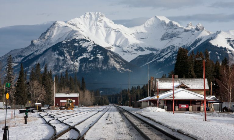Alberta and Canada Infrastructure Bank sign MOU for the Calgary-Banff rail project